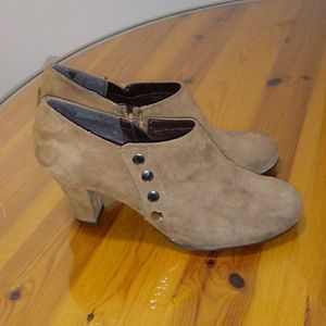 Shoes - Brown bottie shoe size 9 and a half